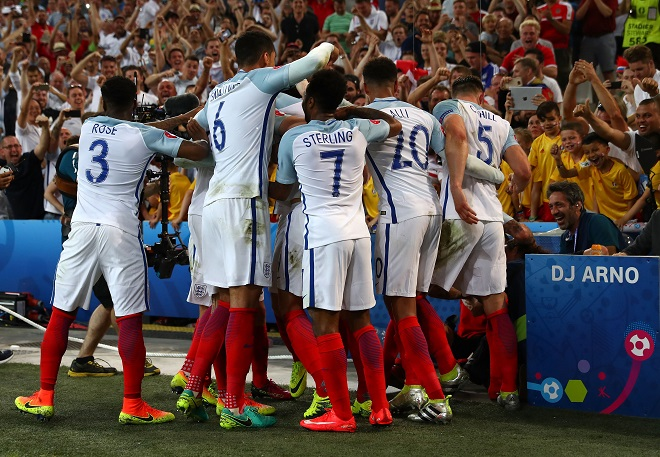 England Plod into World Cup Finals